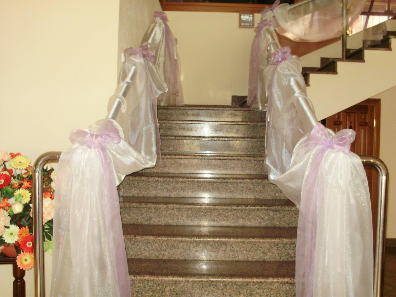 Как украсить лестницу к свадьбе фото